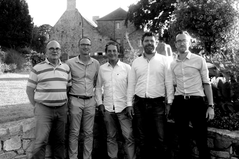 Le skipper Marc Guillemot et l'équipe de SeatrackBox